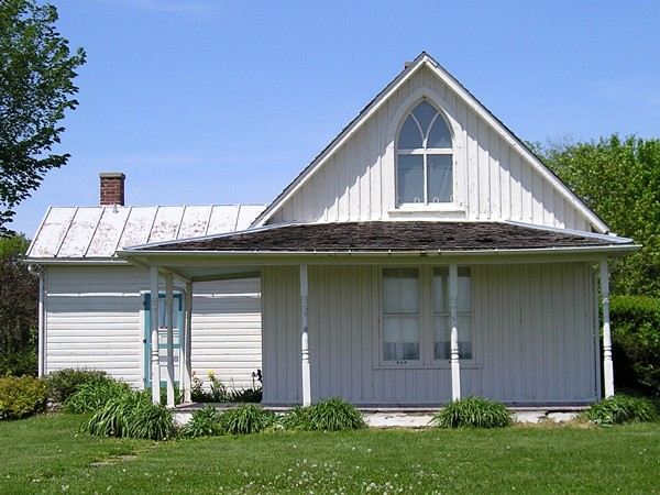 A Short Drive Off IA 16 In Eldon Is The 125 Year Old House Used As Background For Grant Woods Most Famous Painting American Gothic